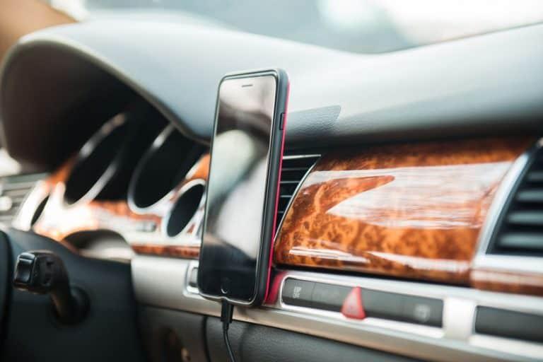Soporte de móvil en el coche