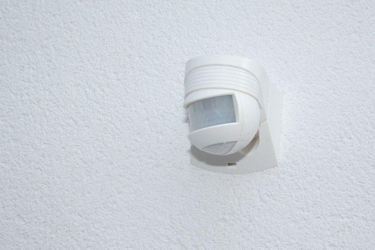 Sensor de movimiento en la pared
