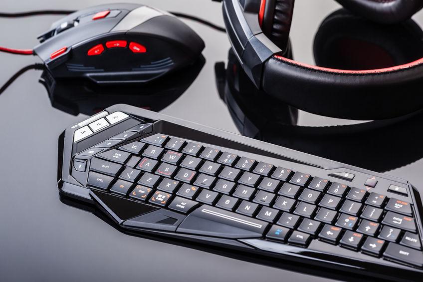 Teclado, mouse y headphones