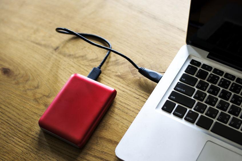 Laptop con disco duro rojo
