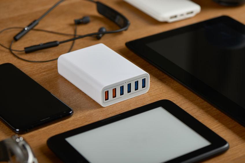 Dispositivos electrónicos sobre mesa