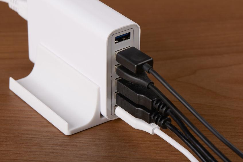 Cargador con varios puertos usados