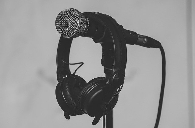 Microfono acompañado de audifonos
