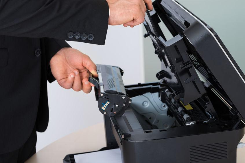 instalando toner para impresora