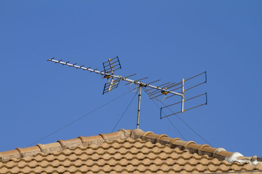antena de tv arriba del techo