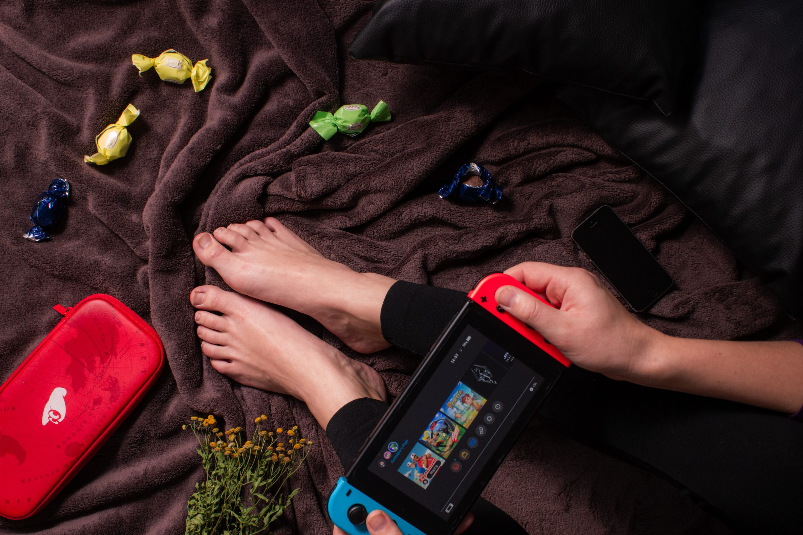 jugando switch en la cama