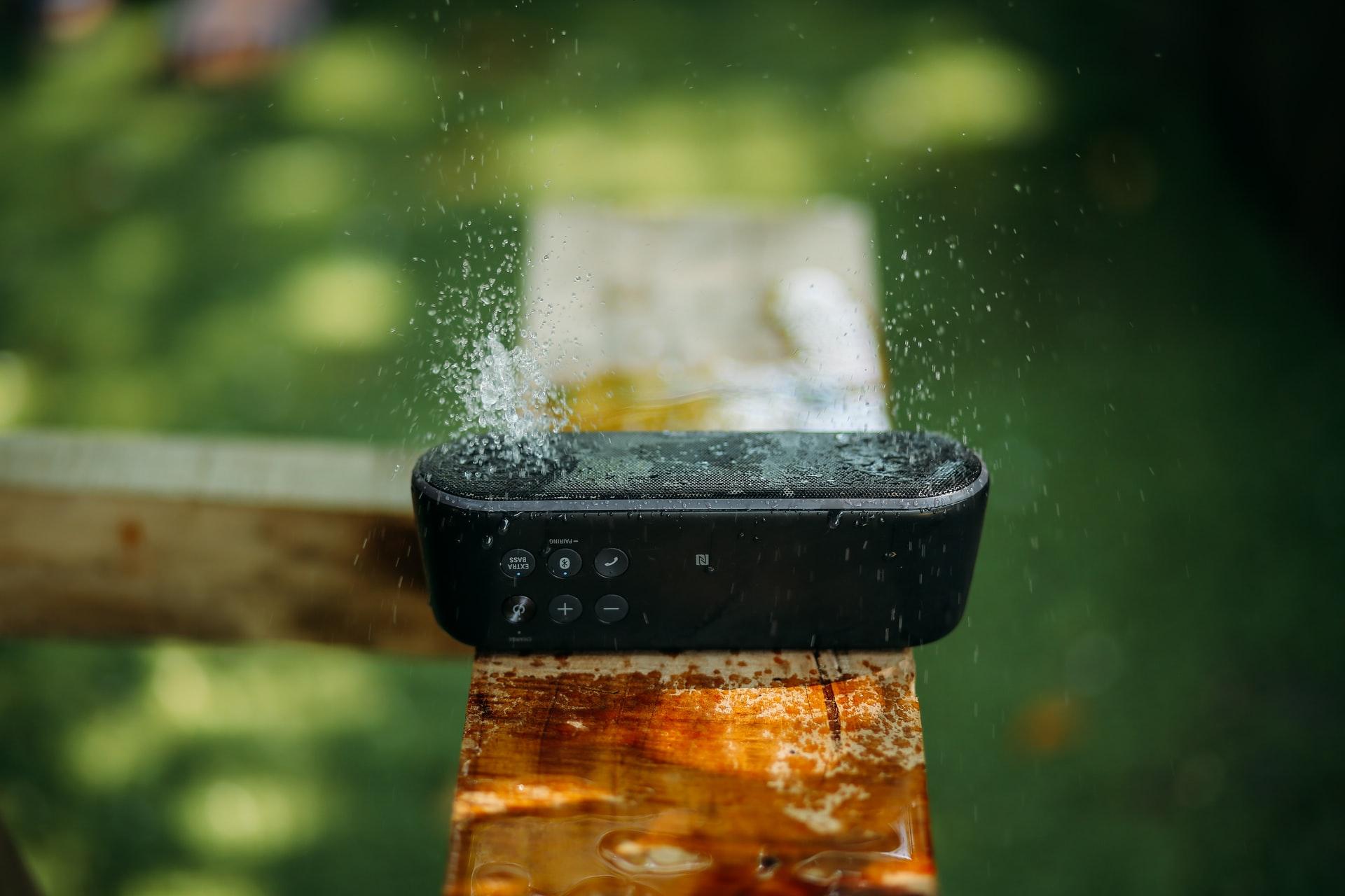 altavoces a prueba de agua