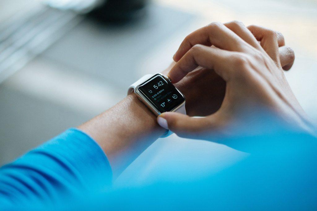 usando smartwatch