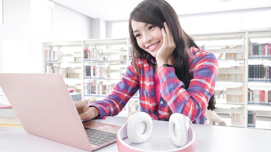 chica computadora