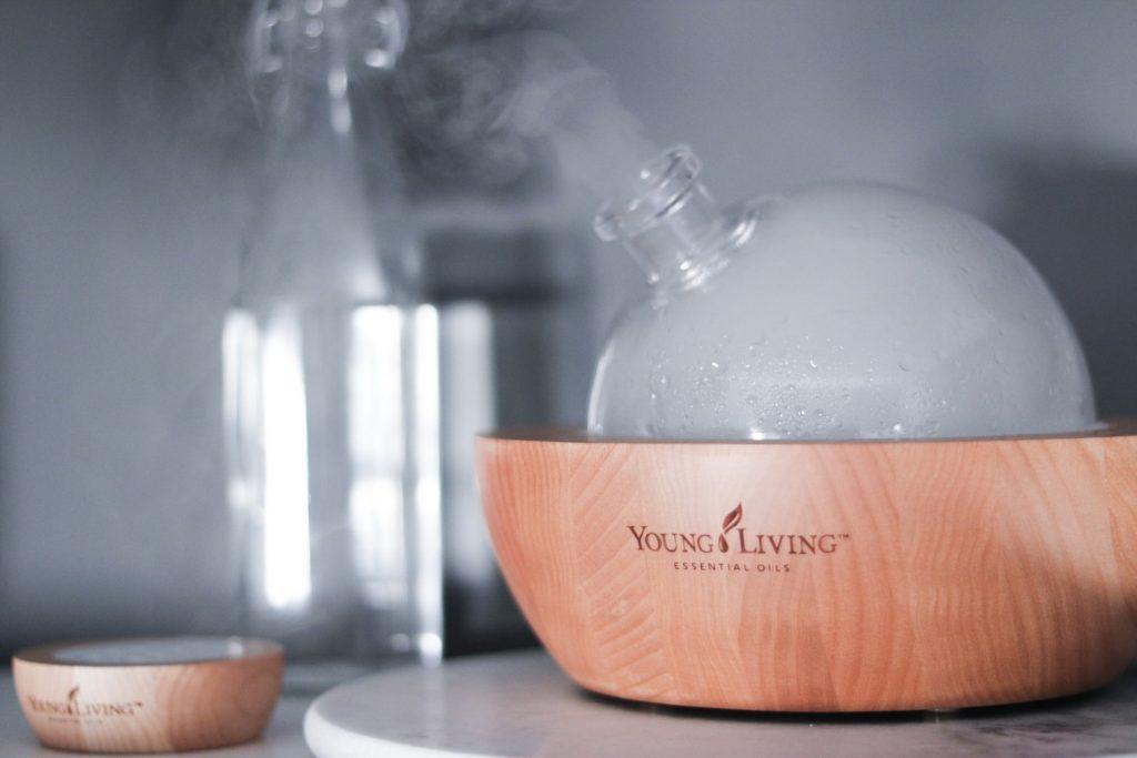Los difusores de aroma que solo emplean aceites esenciales brindan un aroma más fuerte y mejores beneficios a la salud