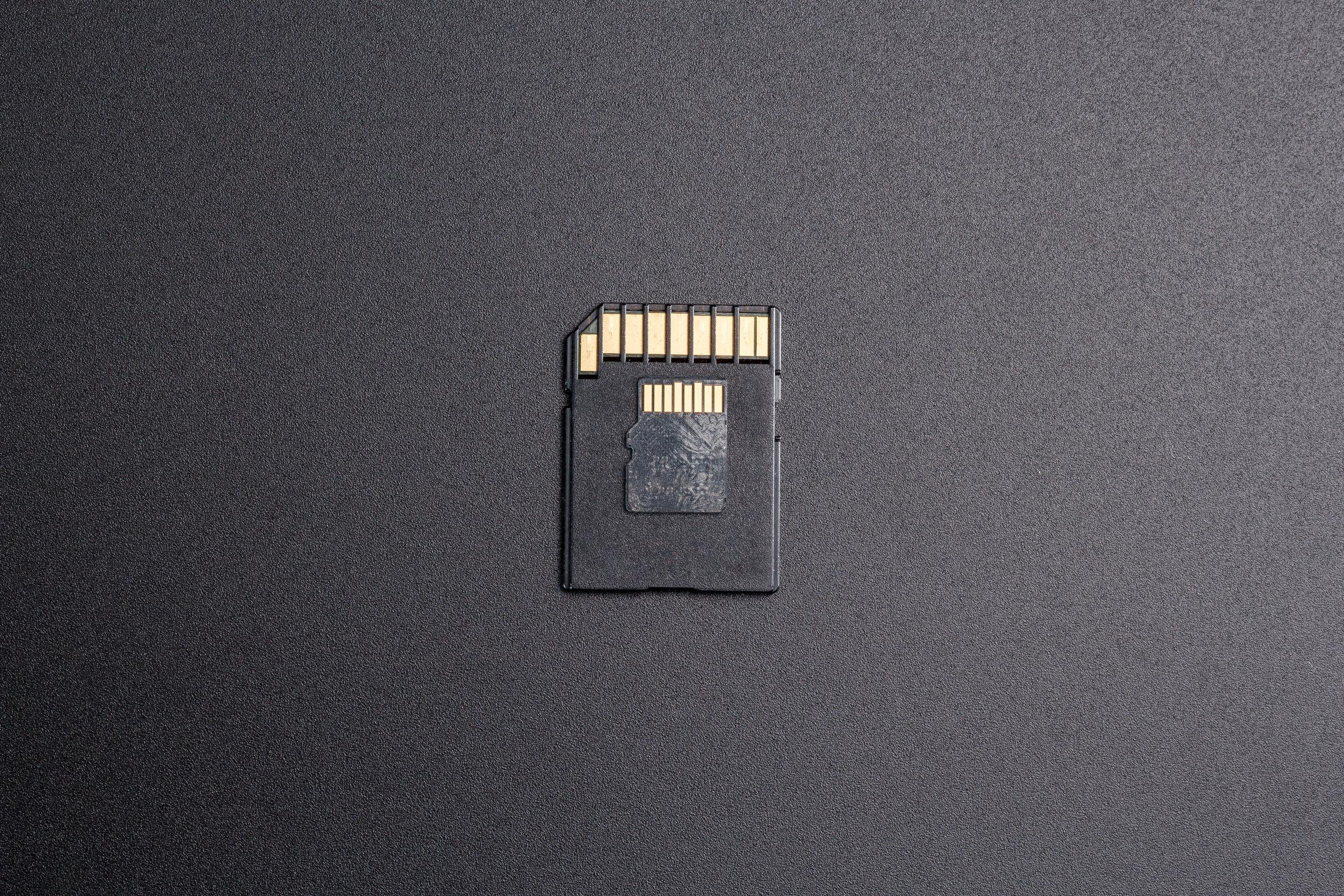 Micro SD en fondo negro