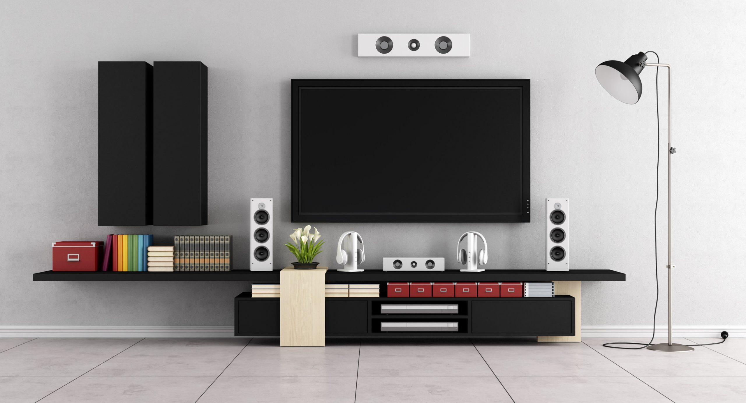 Living room moderna en blanco con altavoces